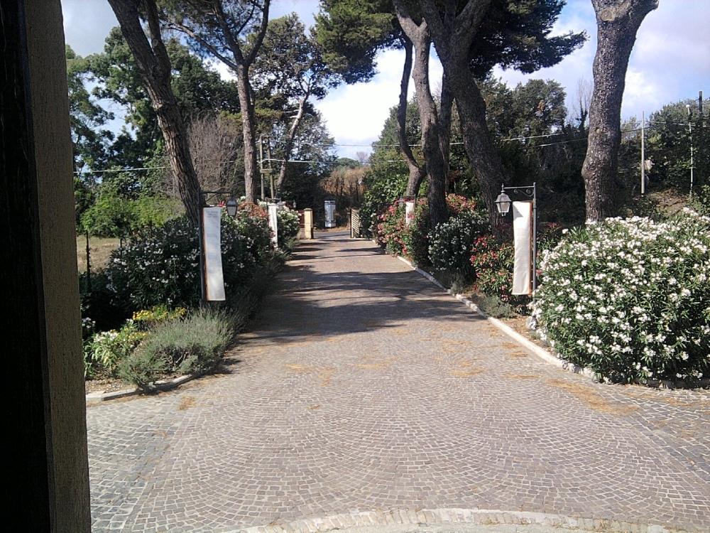 Italy, 2012: A villa by the sea. (2/6)