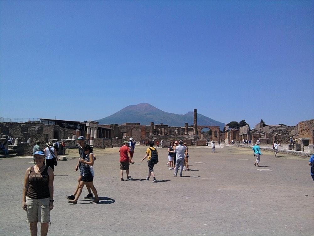 Italy, 2012: Pompeii, past and future. (1/6)
