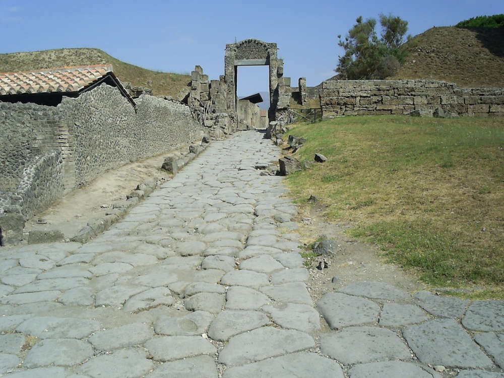 Italy, 2012: Pompeii, past and future. (4/6)