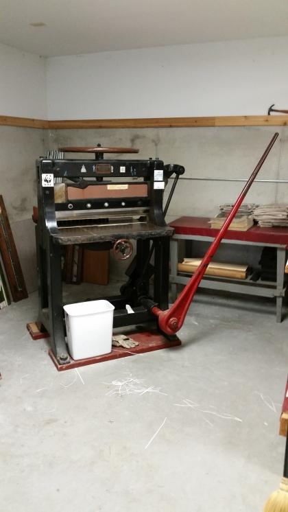 paper guillotine